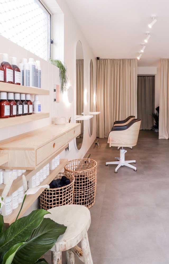 Salão de beleza simples, porém super organizado e elegante