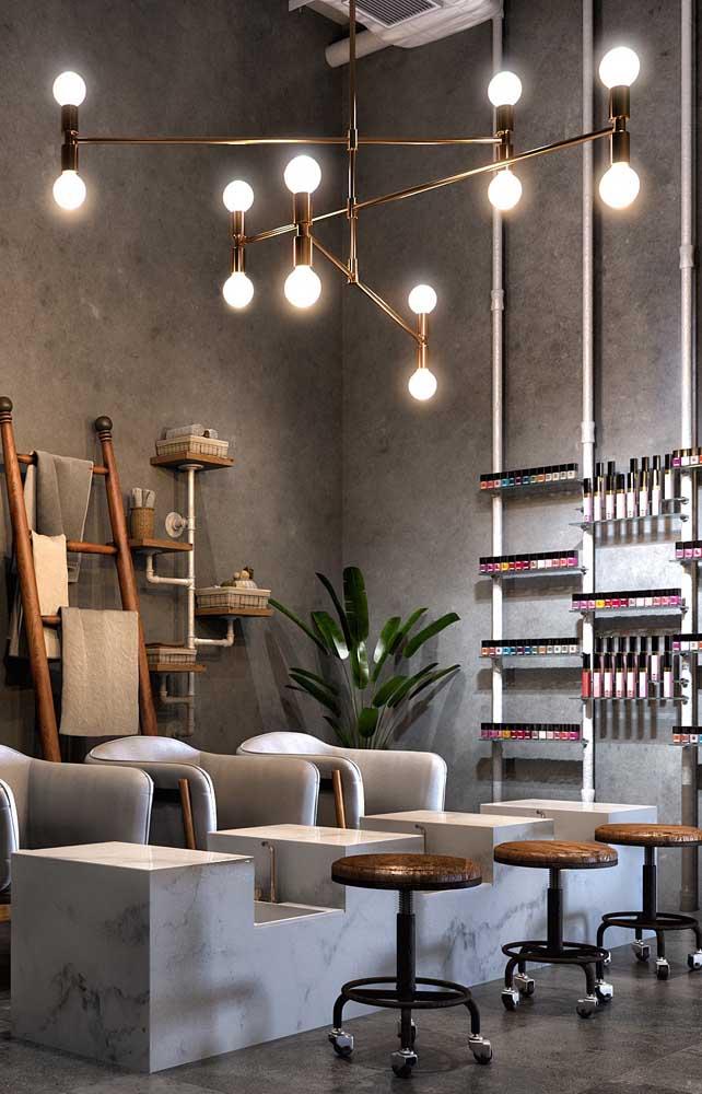Inspiração de um salão moderno e elegante, com espaço exclusivo para as manicures