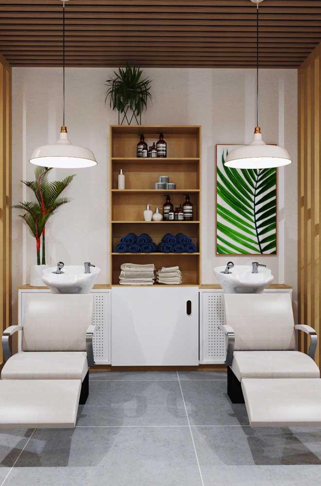Espaço dedicado aos lavatórios decorado com modernidade e estilo