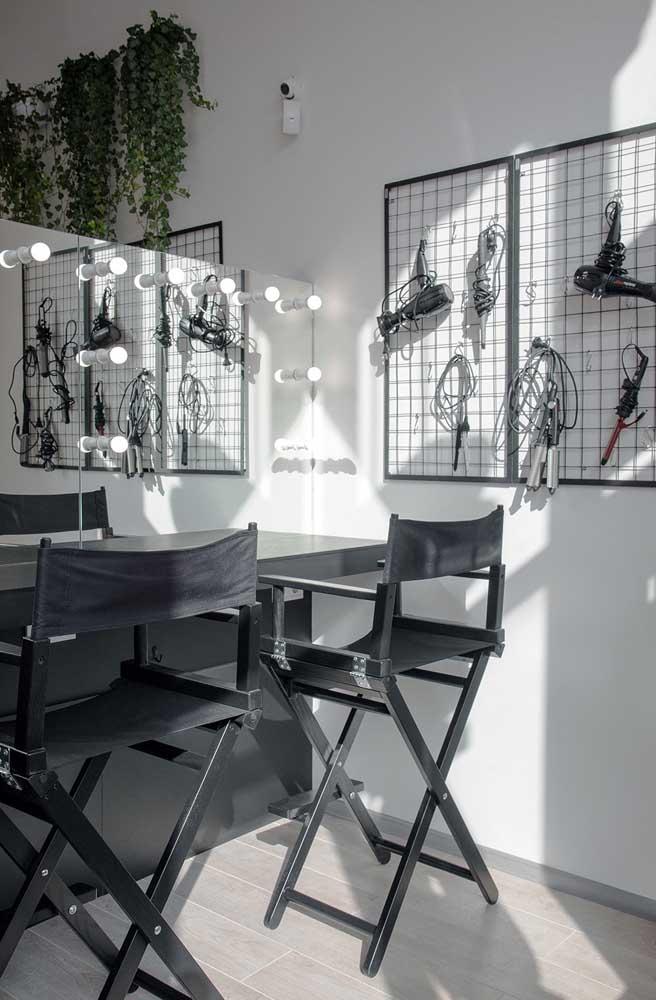 As cadeiras de diretor são uma ótima pedida para salões de beleza modernos