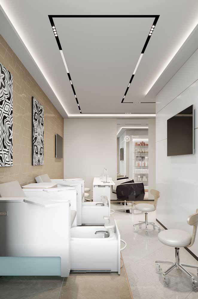 Salão minimalista e simples, mas super organizado