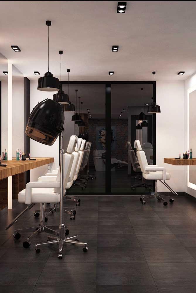 O design minimalista fez com que esse salão de beleza simples ficasse elegante