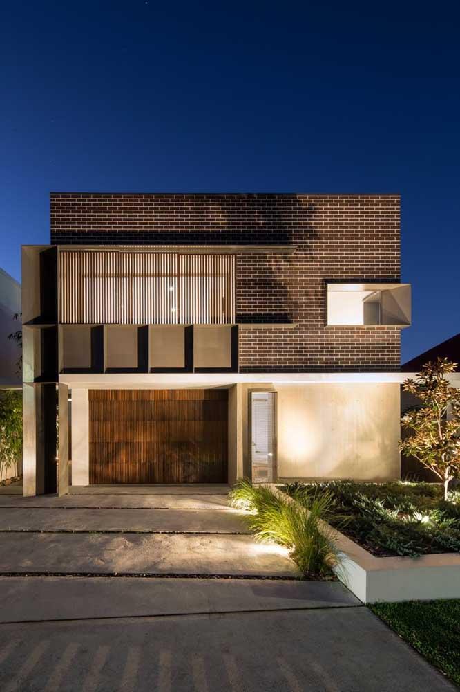 Casa de alvenaria moderna com garagem interna e dois andares