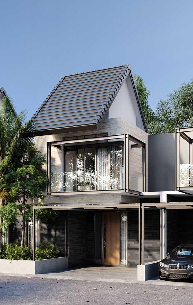 Casa de alvenaria pré-fabricada com estruturas em aço aparente e telhado colonial