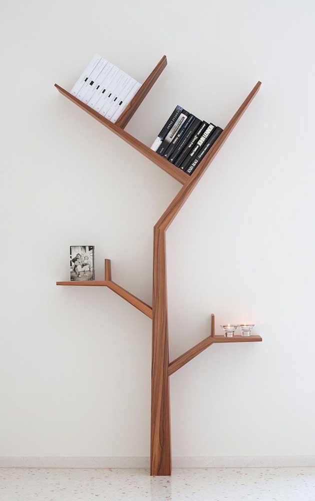 Livro é vida, então nada melhor do que organizá-los em uma estante no formato de árvore.
