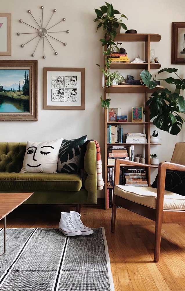 Uma estante de livros simples pode ser a melhor opção para sua casa.