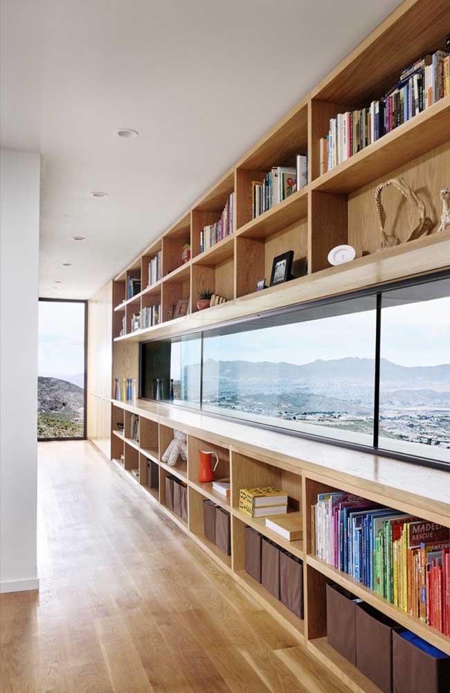 Quem não quer uma estante com uma vista dessa?
