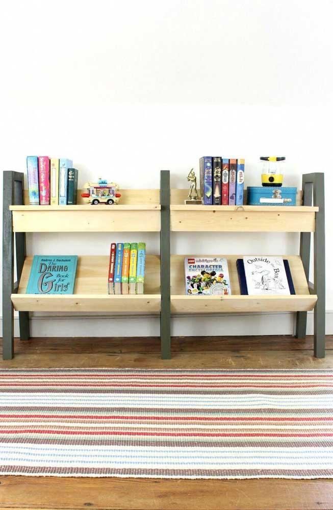 O estante de livros infantil fica lindo na decoração do quarto das crianças.