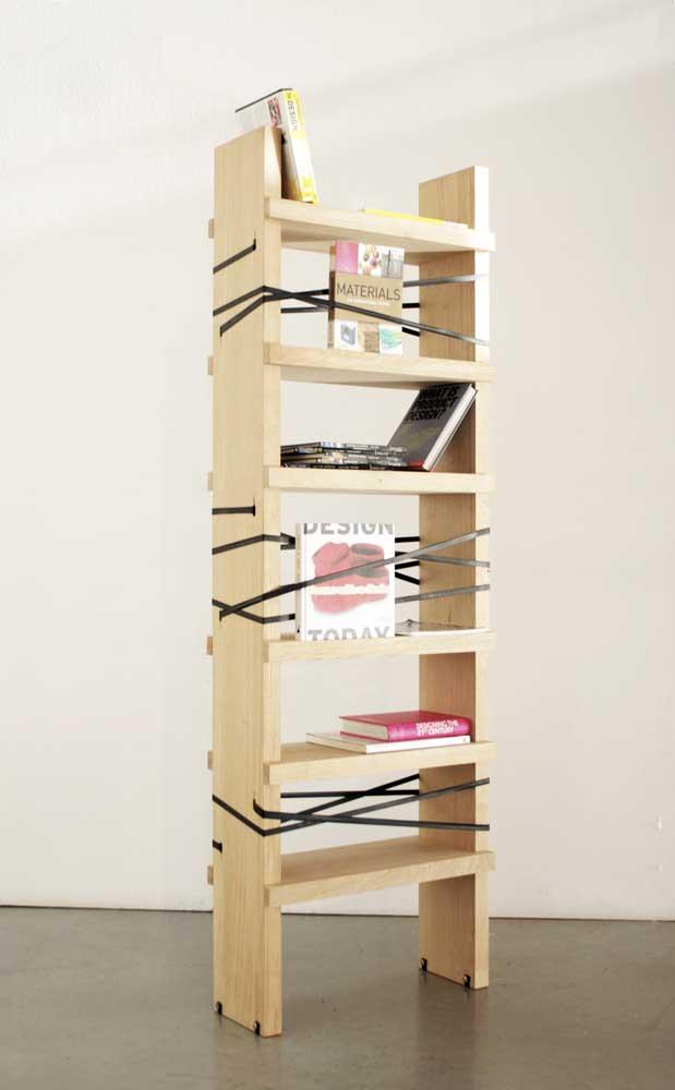 Olha que linda opção de estante de livros para quarto.