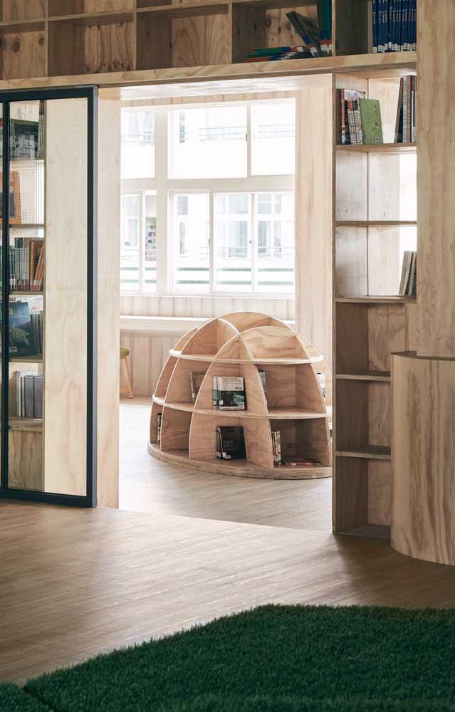 Quer ter os livros preferidos ao seu alcance? Faça uma estante de piso.