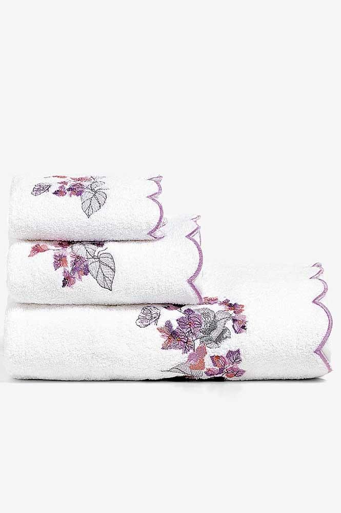 Kit completo de toalhas bordadas na máquina com desenho de flores