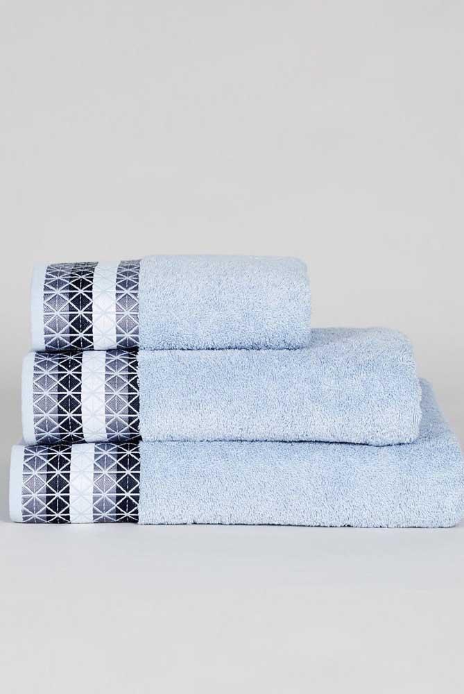 A melhor parte das toalhas bordadas é que você pode personalizar completamente o kit, desde o tipo de desenho até as cores