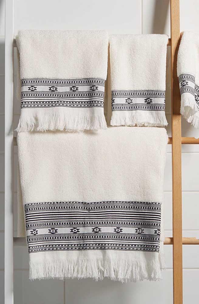 Estilo étnico de bordado para o conjunto de toalhas