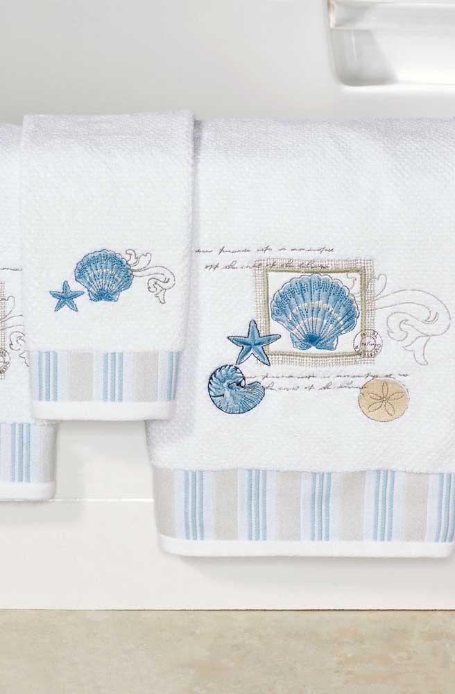 Toalhas bordadas com inspiração no fundo do mar