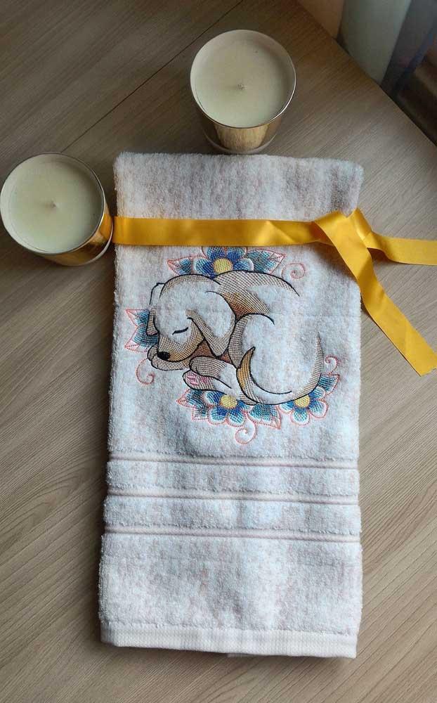 Muito fofo esse bordado de cachorrinho na toalha