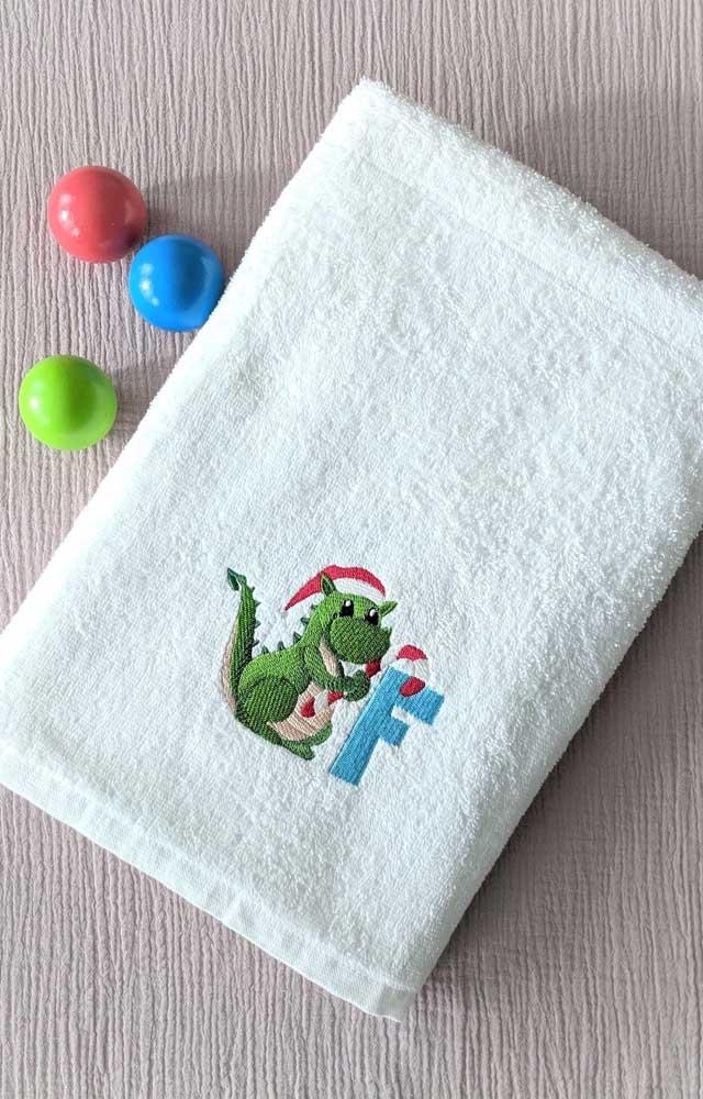 Um dinossaurinho fofo para a toalha do bebê