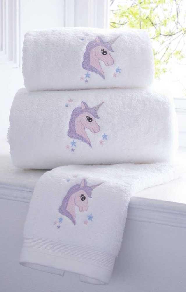 Os doces e meigos unicórnios não podiam ficar de fora das toalhas bordadas