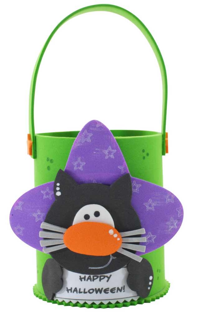 Inspiração de cesta de EVA para o Halloween que pode ser usada tanto para pegar doces, quanto como lembrancinha