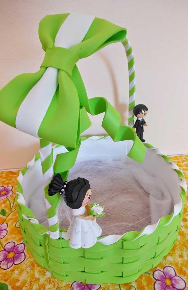 Opção de cesta de Eva trançada em verde, muito semelhante a uma cesta de vime