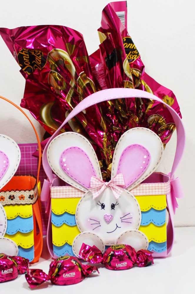 Modelo de cesta de EVA para ovos de chocolate: opção para presentear na Páscoa
