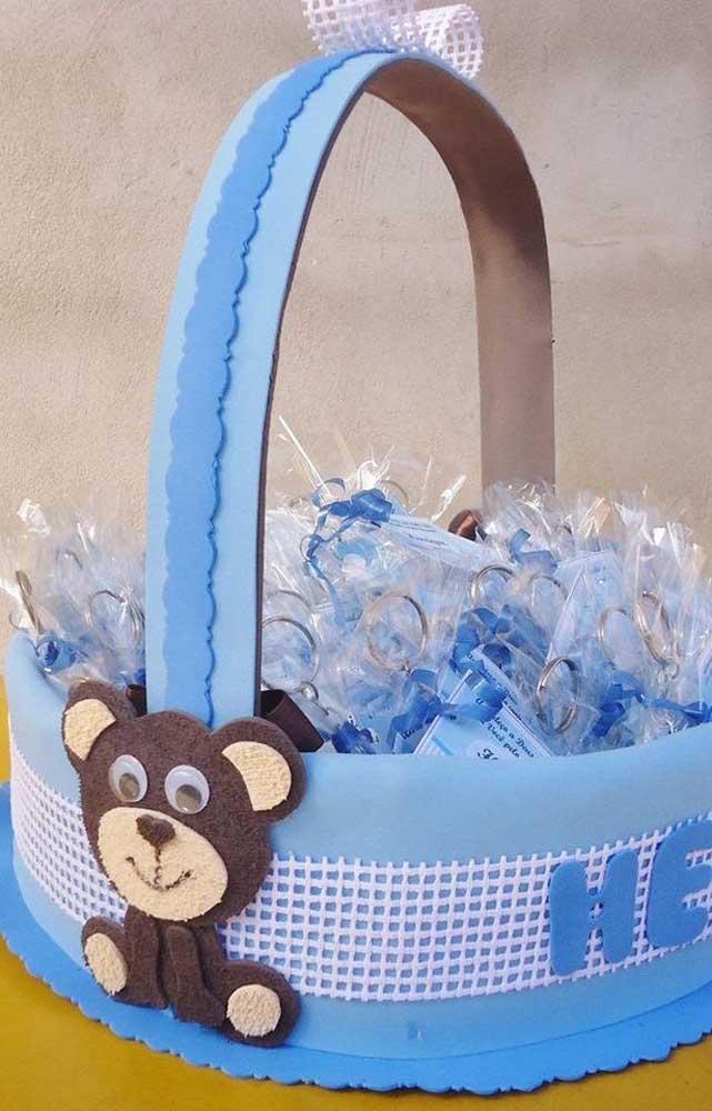 O chá de bebê vai ficar ainda mais bonito com a cesta de EVA personalizada para as lembrancinhas