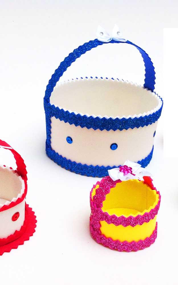 Modelos de cestas de EVA com detalhes decorados e lantejoulas