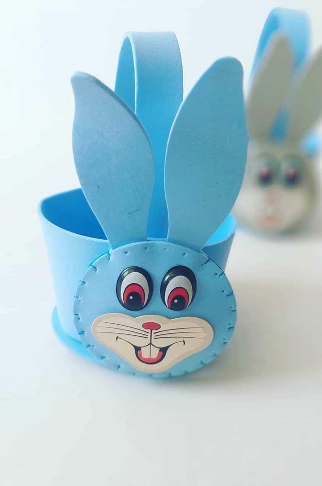 Cesta de EVA para a Páscoa com desenho de coelhinho em EVA azul