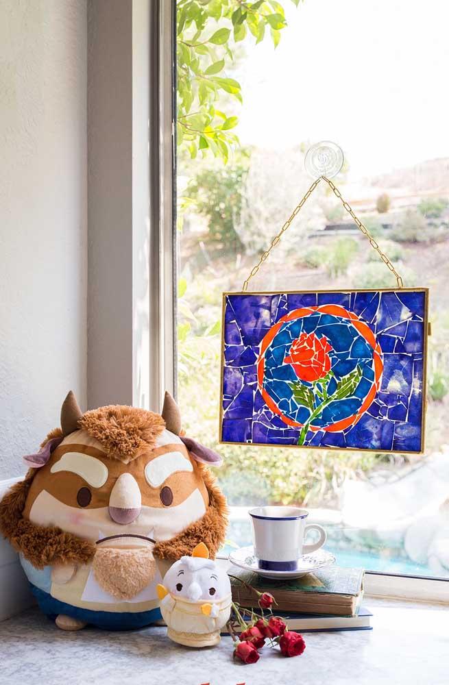 Aqui, a tela de vidro recebeu um design craquelado da tinta, semelhante a um mosaico