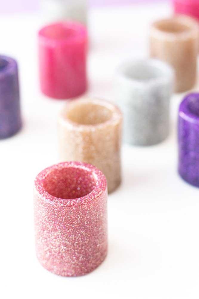 Pequenos potes de vidro decorado com tinta e glitter