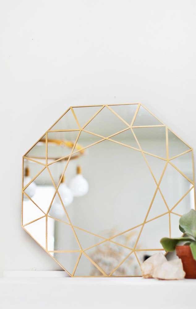 O espelho ficou lindo com a decoração em linhas