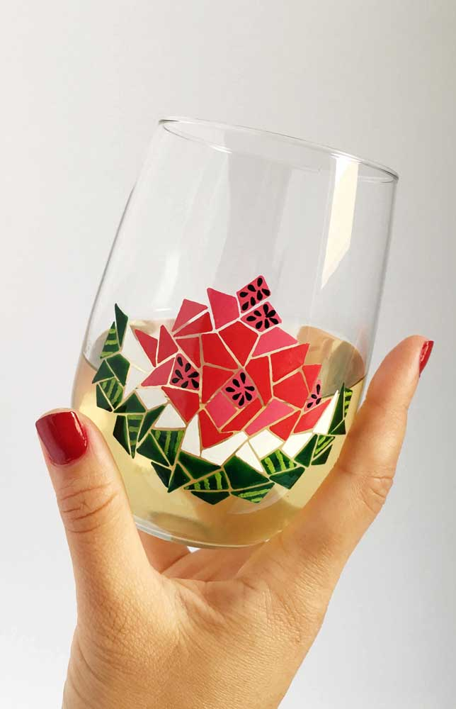 Já neste outro copo, o desenho de melancia em forma geométrica ficou incrível
