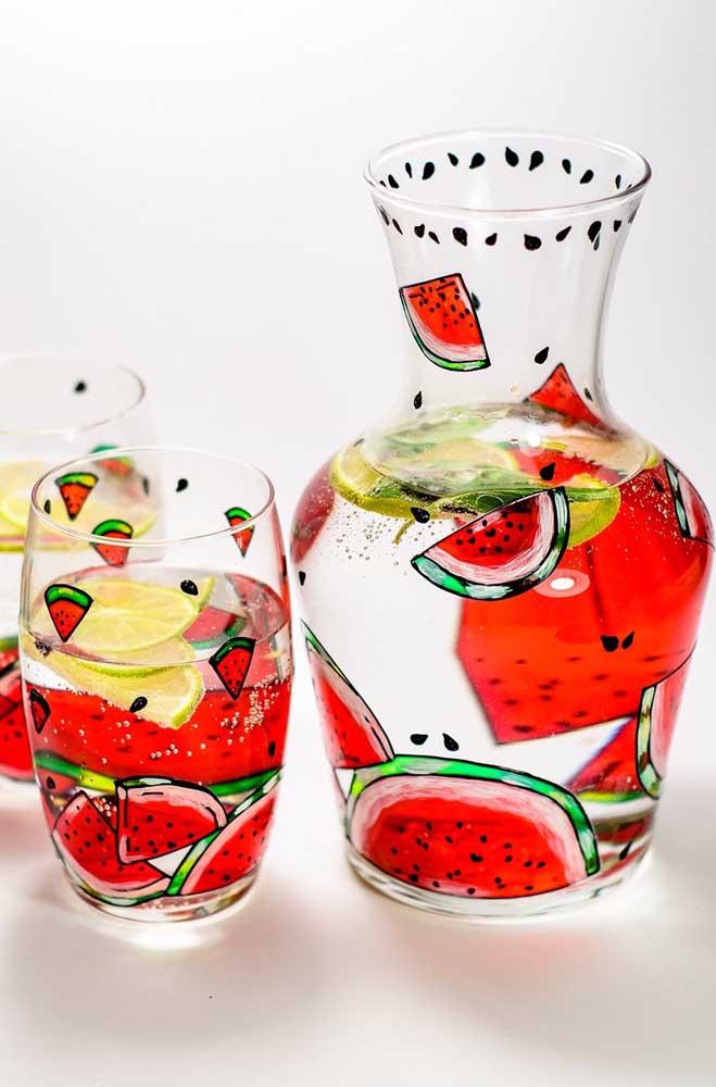 Conjunto de copos e jarra de vidro decorado