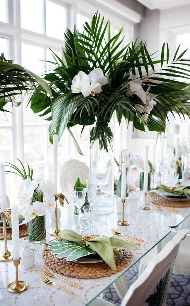 Pura elegância esses arranjos com flores brancas da orquídea Vanda