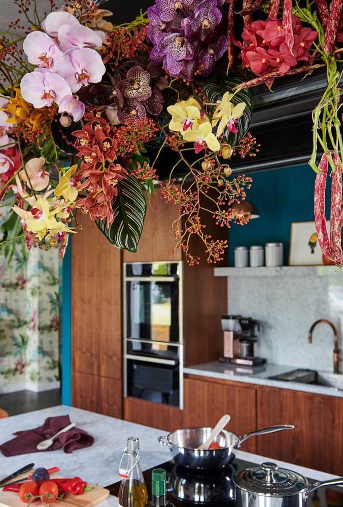 Um show de cores, formas e texturas sobre a bancada da pia da cozinha