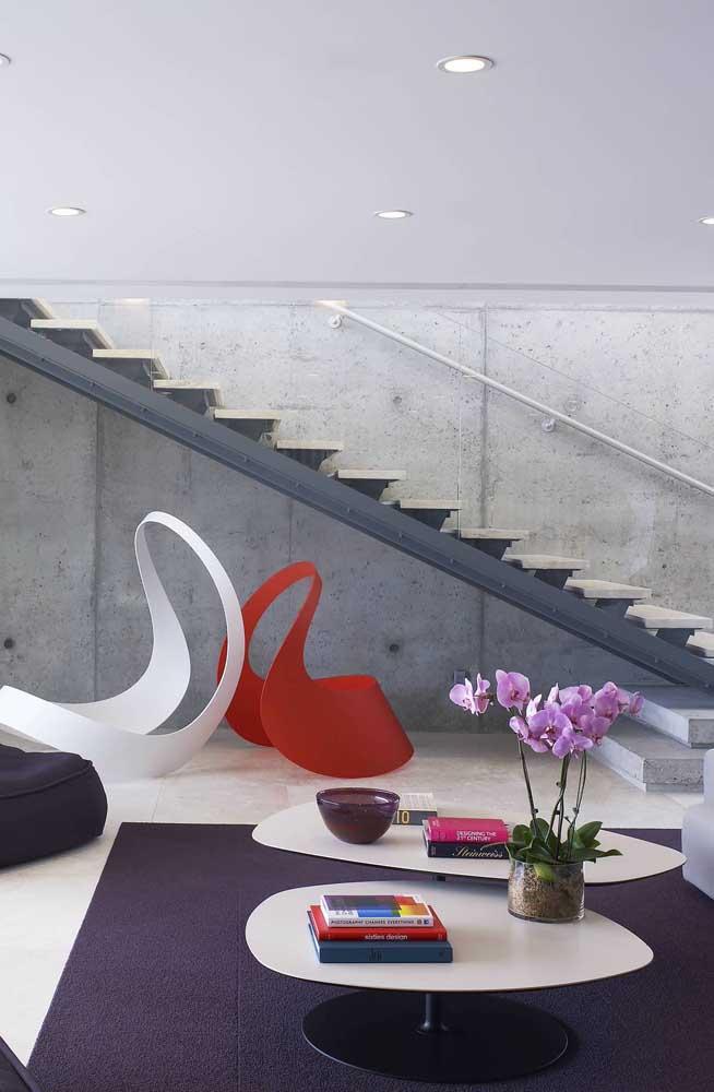 A orquídea Vanda é o destaque dessa sala de estar moderna