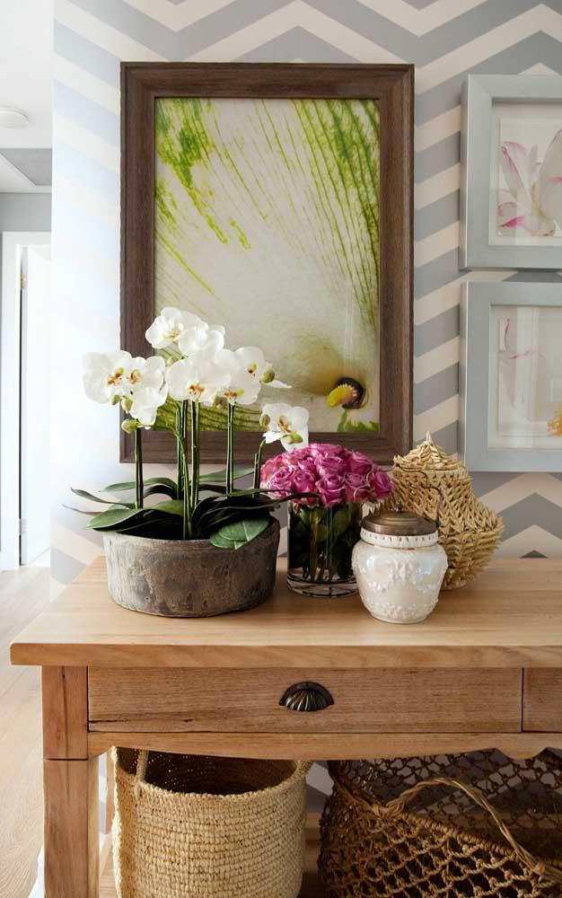 Orquídeas e rosas: uma combinação cheia de classe e elegância