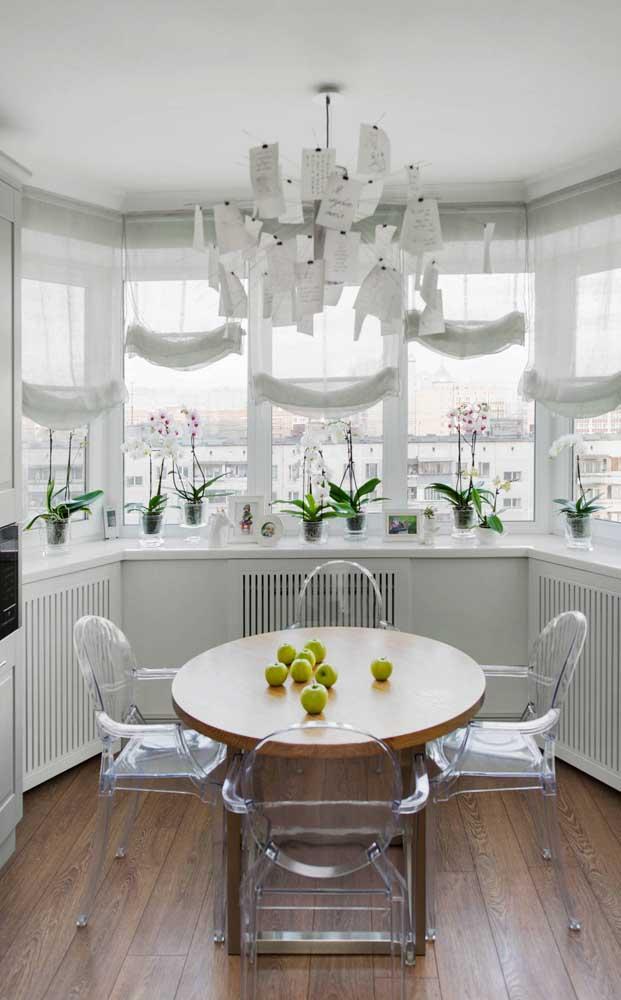 Orquídeas Vanda na cor branca acompanhando a paleta da decoração! Linda inspiração