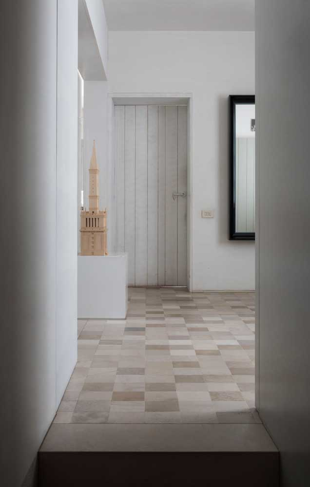 Pedra São Tomé mesclada com corte quadrado usada no piso interno da casa
