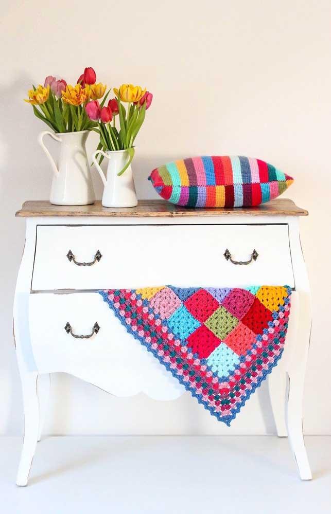 Opção de manta trabalhada em crochê Tunisiano com cores variadas