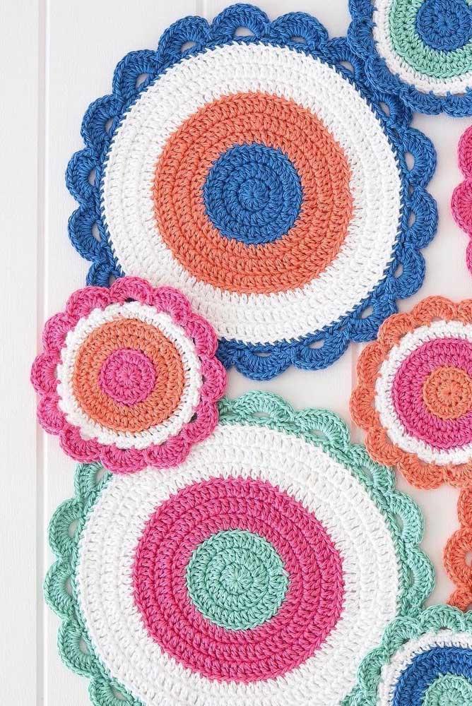 Linda ideia de almofada colorida feita em crochê Tunisiano