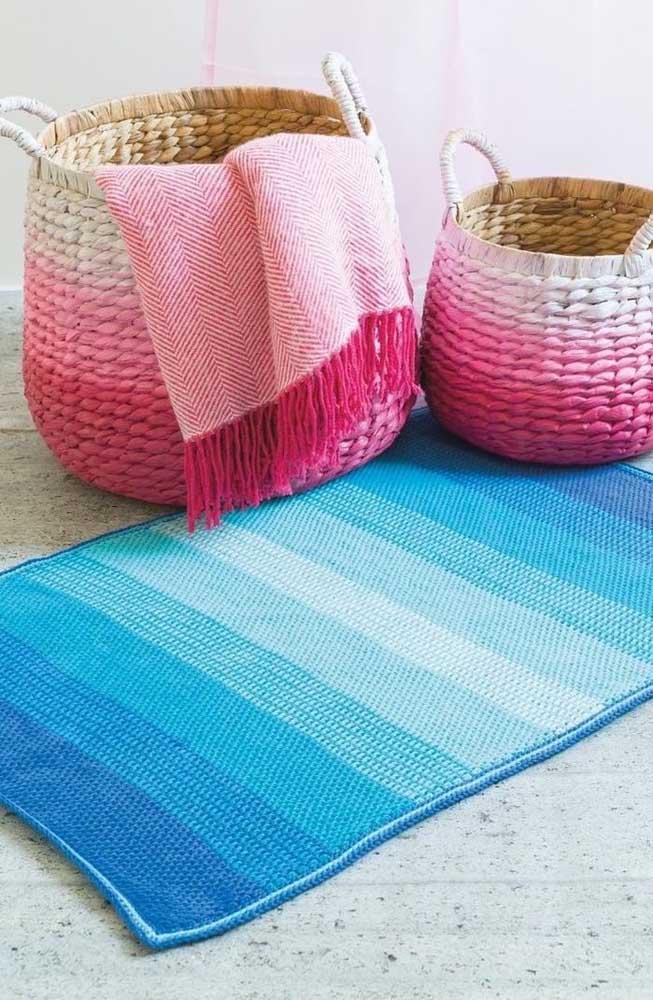 Tapete e manta feitos em crochê Tunisiano em estilo degradê; perfeito para decorar a sala de estar