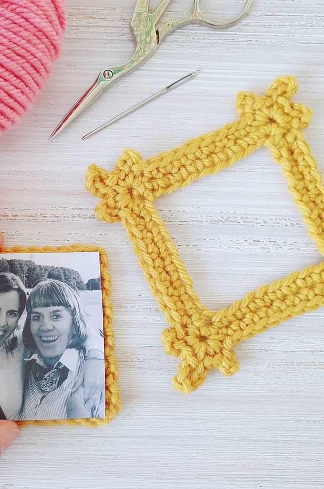 Uma ideia super bacana e diferente: porta retrato feito em crochê Tunisiano