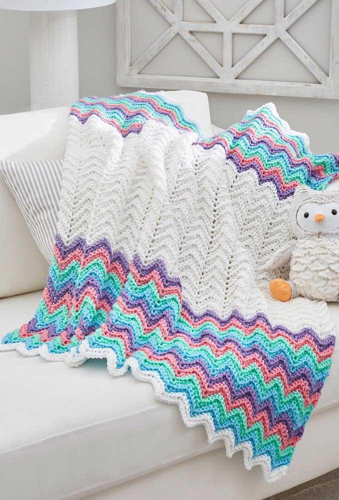 Essa manta, que também pode ser usada por crianças, ficou belíssima na técnica do crochê Tunisiano