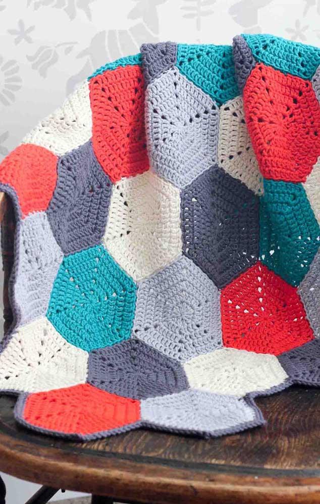 Manta super moderna feita em formas geométricas na técnica de crochê Tunisiano