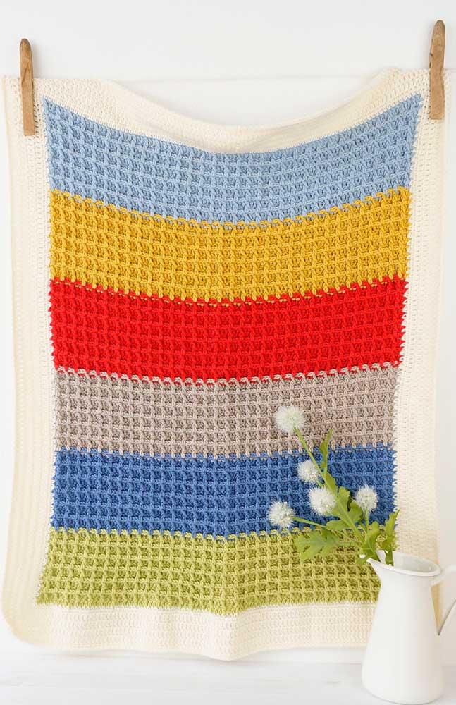 Peça em listras coloridas para destacar o trabalho do crochê Tunisiano