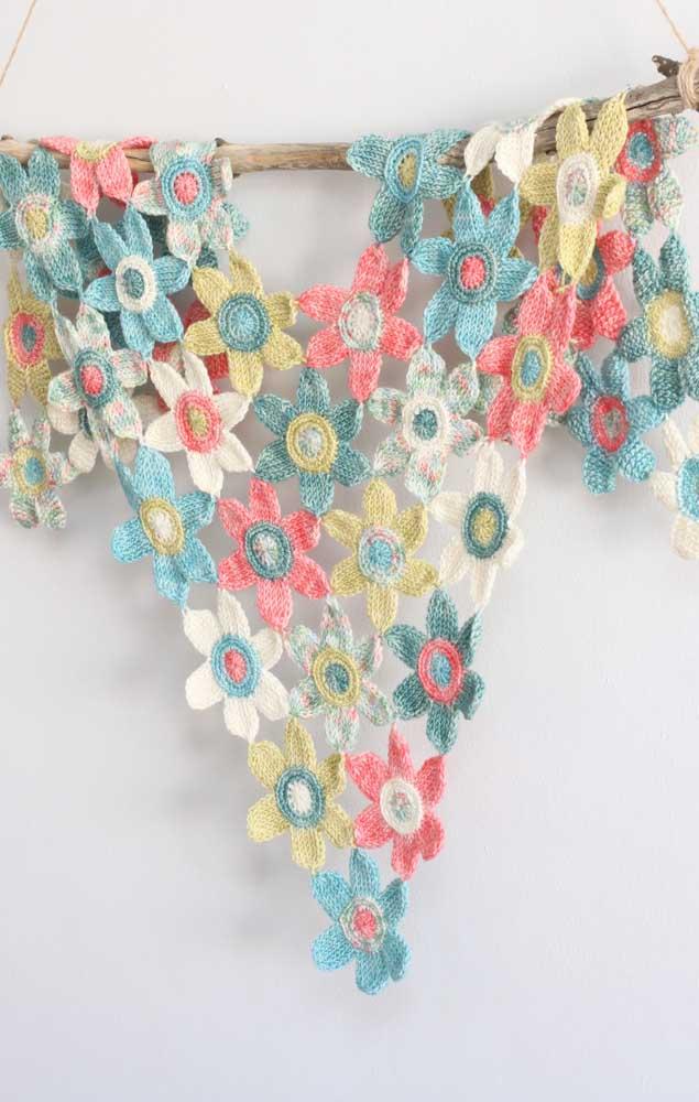 Uma peça incrível, muito delicada, feita com flores individuais na técnica do crochê Tunisiano