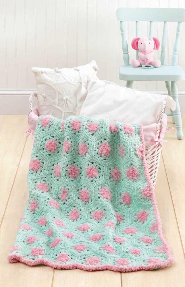 Uma inspiração fofíssima de manta em crochê Tunisiano para o quarto da bebê nas cores rosa e azul