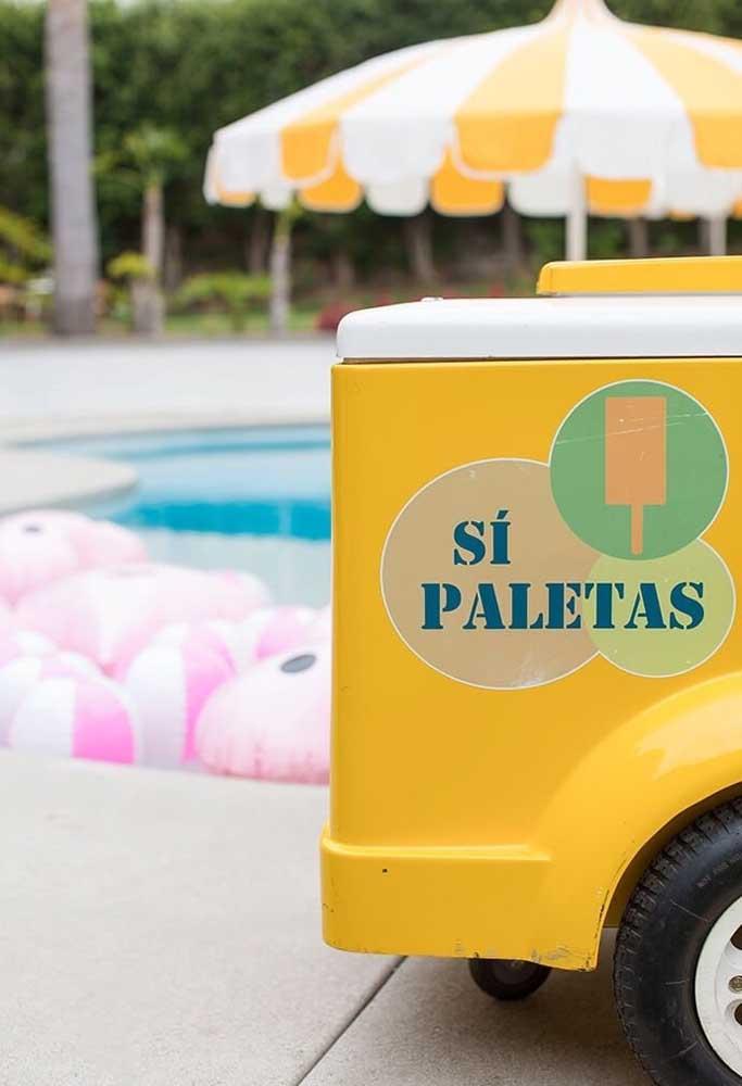 A festa na piscina, geralmente, acontece no verão. Nesse caso, o mais indicado é optar por um cardápio mais refrescante.