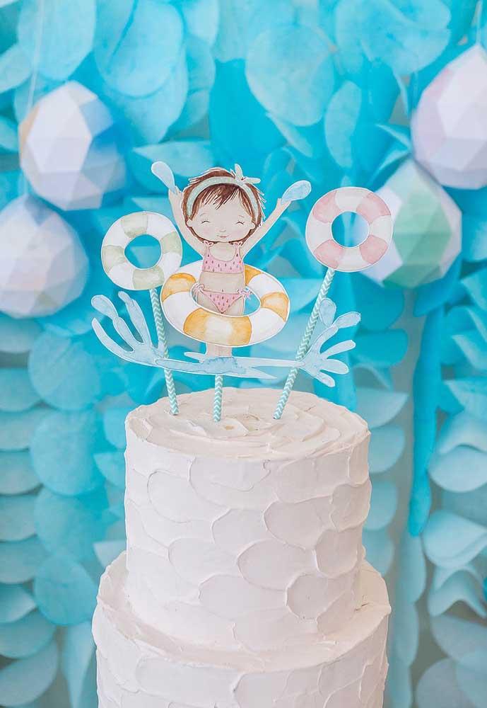 No topo do bolo festa pool party infantil coloque uma bonequinha no estilo da aniversariante.