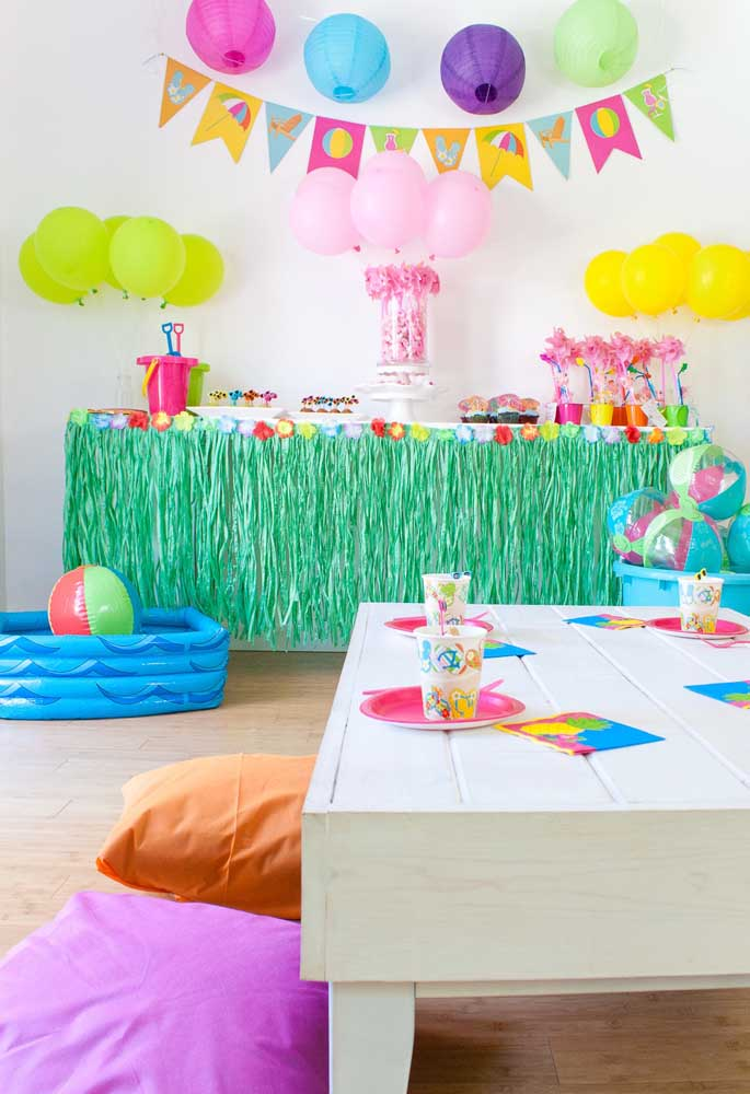 Para comemorar o aniversário da sua filha, que tal usar o tema festa na piscina para meninas?